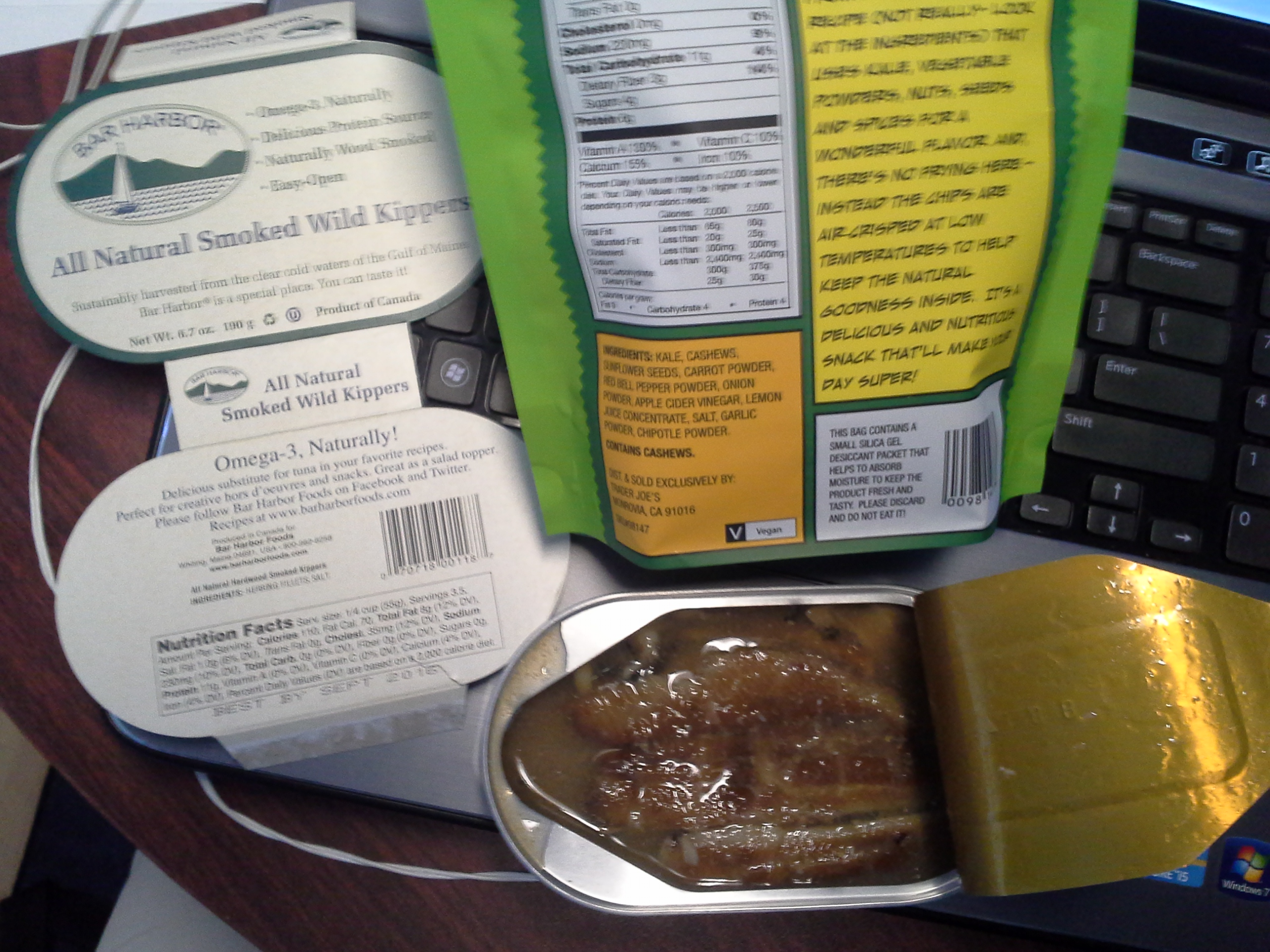 Lunch: 1:25 p.m. | 6.7 oz. herring, 2 oz. kale chips, 5,000 IU Vitamin D capsule, Calcium/Magnesium/Zinc caplet