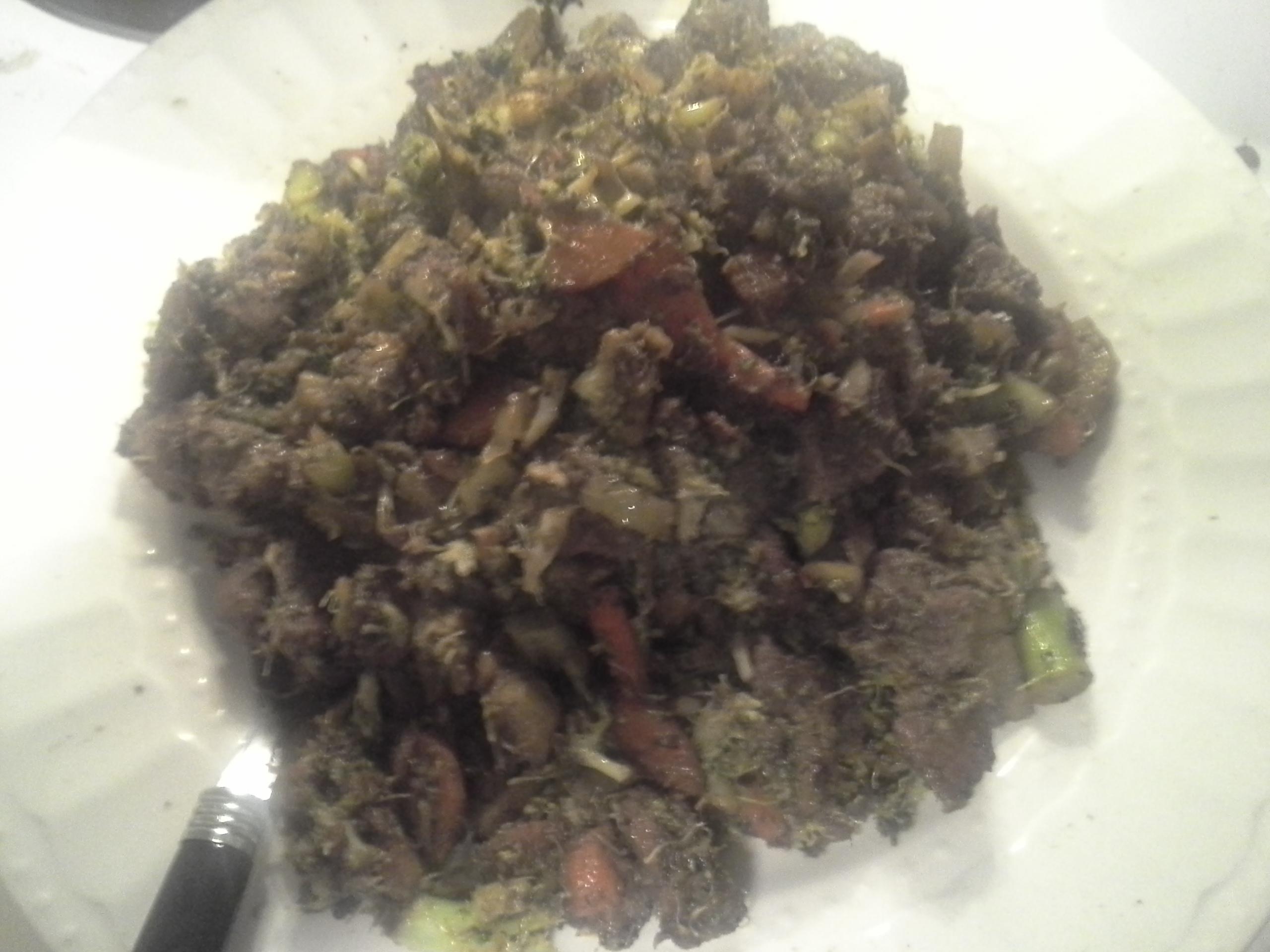 Dinner: 9:45 p.m. | 8 oz. lamb, 1/3 bunch broccoli, 1 carrot, 1/2 sweet onion, 4 cloves garlic, 2 Tbsp. coconut oil, herbs & spices